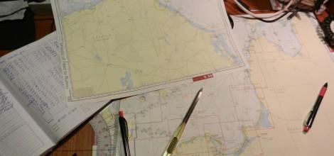 Kartenarbeit zur zur Vorbereitung auf die Prüfungen für die verschiedenen sportbootführerscheine